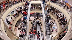 Sparen lohnt sich nicht: Die Deutschen sind in Shopping-Laune