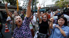 Machtkampf in Bangkok: Regierung in Thailand setzt Nachwahlen an