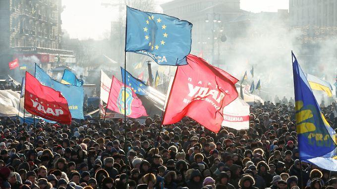 EU-Flaggen auf dem Maidan - aus ihrer westlichen Orientierung machen viele Demonstranten keinen Hehl.