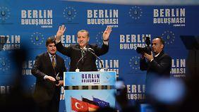 In keinem anderen Land der Welt außerhalb der Türkei leben so viele Türken wie in Deutschland.