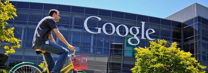 """Ein Konzern, der seine Mitarbeiter zu Höchstleistungen anspornt: Alltagsszene am """"Google Campus"""" in Mountain View, Kalifornien."""