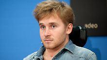 Rollstuhl ist kein Hindernis: Samuel Koch schließt Schauspielstudium ab