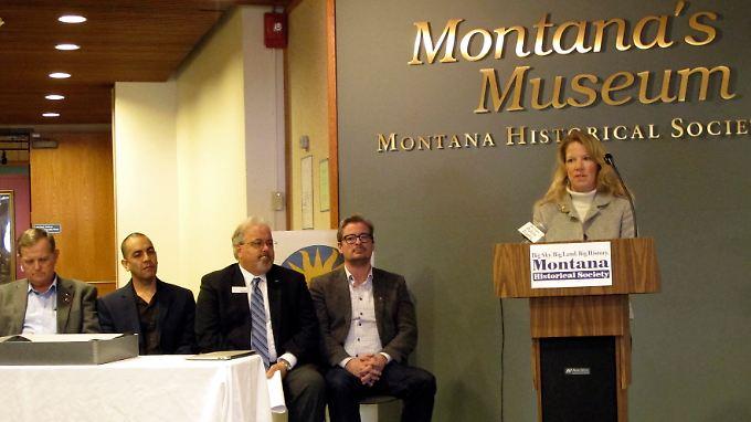 Die Molekularbiologin Sarah Anzick erläutert in Helena, Montana, den Fund aus der Clovis-Kultur.