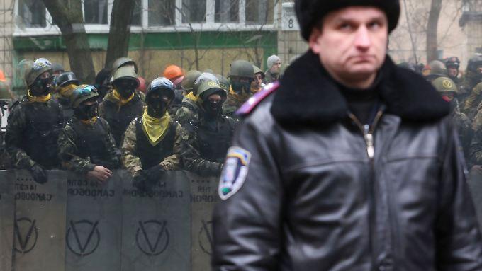 Noch immer stehen sich in Kiew Vertreter von Regierung und Opposition gegenüber.