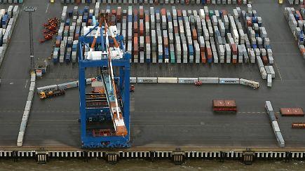 Ramponiertes Terminal In Bremerhaven Frachtschiff Rammt