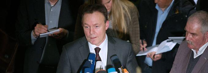 Er habe die Informationen, die er über Sebastian Edathy bekommen habe, richtig einordnen wollen, sagt Thomas Oppermann. Daher habe er den BKA-Chef angerufen.