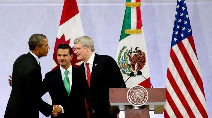 Wollen gemeinsam zurück an die wirtschaftliche Weltspitze: US-Präsident Obama, Mexikos Prasident Nieto und Kanadas Premier Harper (v.l.n.r.).