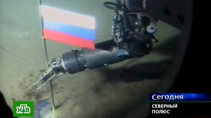 Am Nordpol steckt mehr als 4000 Meter unter der Meeresoberfläche bereits die russische Flagge.