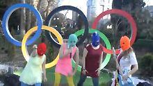 Das Internationale Olympische Komitee (IOC) kritisierte die Verwendung der Olympia-Ringe in dem regierungskritischen Video von Pussy Riot.