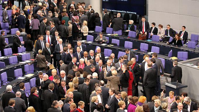 Linke wollen spenden: Bundestag winkt Diätenerhöhung durch