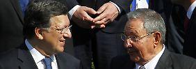 EU-Kommissionspräsident Barroso und Kubas Präsident Raul Castro beim Gipfeltreffen der EU und lateinamerikanischer Staaten in Santiago de Chile.