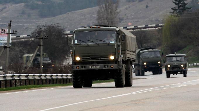 Russische Einheiten auf dem Weg von Sewastopol nach Simferopol.