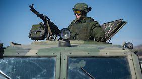 Russische Militäraktion auf der Krim: Merkel schlägt scharfe Töne an, Putin bleibt stur