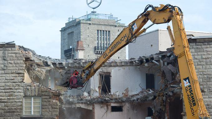 Zunächst geht es um die Einflussnahme beim Abriss des Nordflügels.
