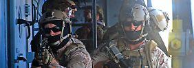 Erschwerte Einsatzbedingungen: Die Erstürmung eines Schiffes zählt zu den heikelsten und gefährlichsten Aufgaben der Kommandosoldaten (im Bild: Navy Seals bei einer Übung).