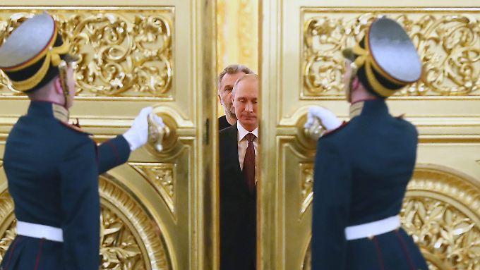 Wladimir Putin vor seiner Rede im Kreml.