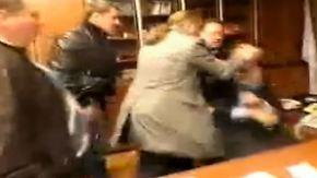 Wegen Übertragung der Putin-Rede: Ukrainer attackieren TV-Chef in Kiew mit Schlägen