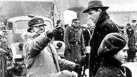 Spielberg (l.) und Hauptdarsteller Liam Neeson bei den Dreharbeiten.