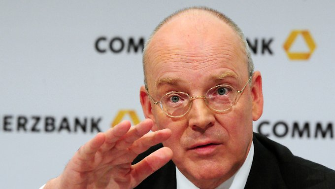 Commerzbank-Chef Blessing verzichtet 2013 wieder auf Boni.