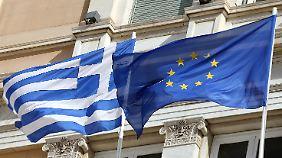 """""""Weiterhin am Finanztropf"""": Athen bekommt 8,3 Milliarden Euro"""