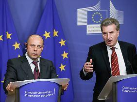 EU-Energiekommissar Oettinger (rechts) und der ukrainische Energieminister Prodan bei der Vereinbarung eines Kredites für die Ukraine.