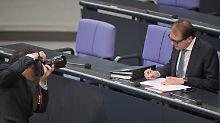 Hartes Brot, gewürzt mit Attacken: Alexander Dobrindt im Bundestag.
