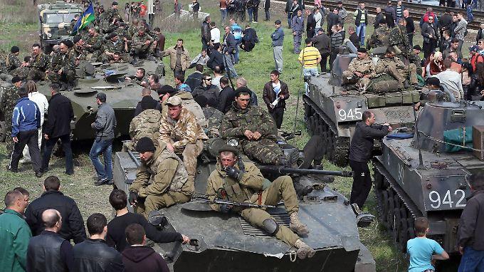 Zunächst ging es um sechs ukrainische Panzer. Mittlerweile sollen es viel mehr, die den prorussischen Aktivisten in die Hände gefallen sein sollen.