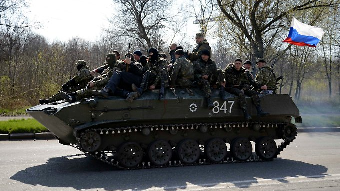 Prorussische Separatisten in der Stadt Kramatorsk im Osten der Ukraine.