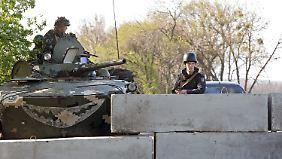 Wachsende Kriegsangst: Russische Truppen marschieren an der Grenze zur Ukraine auf