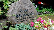 Wiedergefunden wurde sie am Grab von Rudi Dutschke.