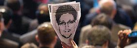 Snowden wird von den USA mit internationalem Haftbefehl gesucht.