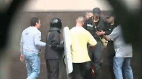 Gewalt und Hass in der Ukraine: n-tv Kamerateam filmt verstörende Szenen