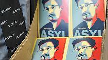"""""""Asyl für Snowden""""-Sticker auf der Internetkonferenz Republica. Foto: Ole Spata"""