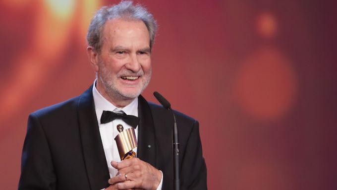Regisseur Edgar Reitz freut sich bei der Verleihung.