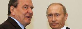 Gerhard Schröder und Wladimir Putin bei einem früheren Treffen.