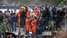 Doch es gibt auch immer wieder solche Bilder: Für viele Bergleute kommt die Rettung zu spät.