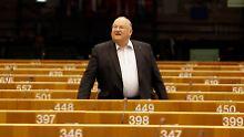 Jean-Luc Dehaene im Juni 2010 vor einer Sitzung des Europaparlaments in Brüssel.