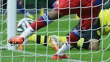 Der BVB-Abwehrspieler stand bei der Aktion aber auch wohl knapp im Abseits.