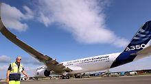 Der A350 wartet in Schönefeld auf seine Bewunderer.