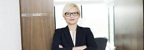 100 Tage an der Spitze: Frau Sjöstedts Wettlauf gegen die Zeit