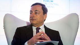 Es wird spekuliert und kritisiert: Was hat EZB-Chef Draghi vor?