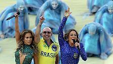"""Zusammen mit der brasilianischen Sängerin Claudia Leitte und Rapper Pitbull, performt sie den WM-Song """"We Are One""""."""
