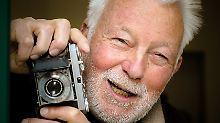 Lebeck wurde 1929 in Berlin geboren.