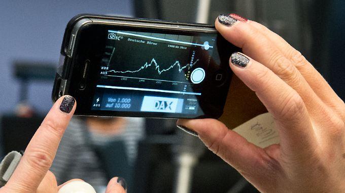 """Eine """"Dax-Kurve"""" zeigt die Entwicklung des Deutschen Aktien Index Dax seit seiner Gründung 1988."""