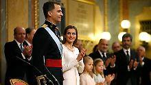 Punkt Mitternacht wurde Felipe zum neuen König von Spanien, seine Frau Letizia zur Königin. Stunden später legte er den Eid ab.