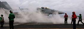 """Start am Deck des US-Flugzeugträger """"USS George H.W. Bush"""": Die Hornet zählt zu den Mehrzweckkampfflugzeugen."""