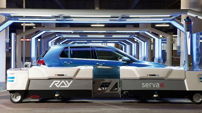 """Im Düsseldorfer Flughafen soll nun Roboter """"Ray"""" das Einparken der Autos im Parkhaus übernehmen."""