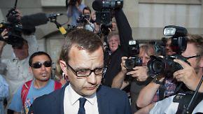 Premierminister in der Bredouille: Camerons Ex-Sprecher Coulson im Murdoch-Skandal schuldig