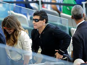 Diego Maradona wittert Verschwörung.