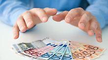 Mündelsicher angelegt? Der Begriff kommt aus dem Vormundschaftsrecht: Laut BGB darf ein Vormund die Gelder seines minderjährigen Mündels nicht in riskante Anlageformen stecken.